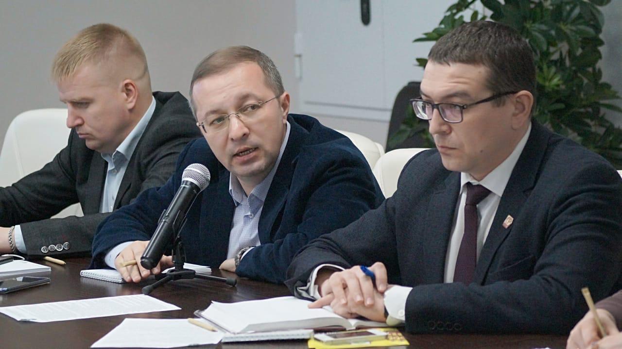 Александр Воробьев на заседании круглого стола по вопросам обращения с отходами в Чувашской Республике