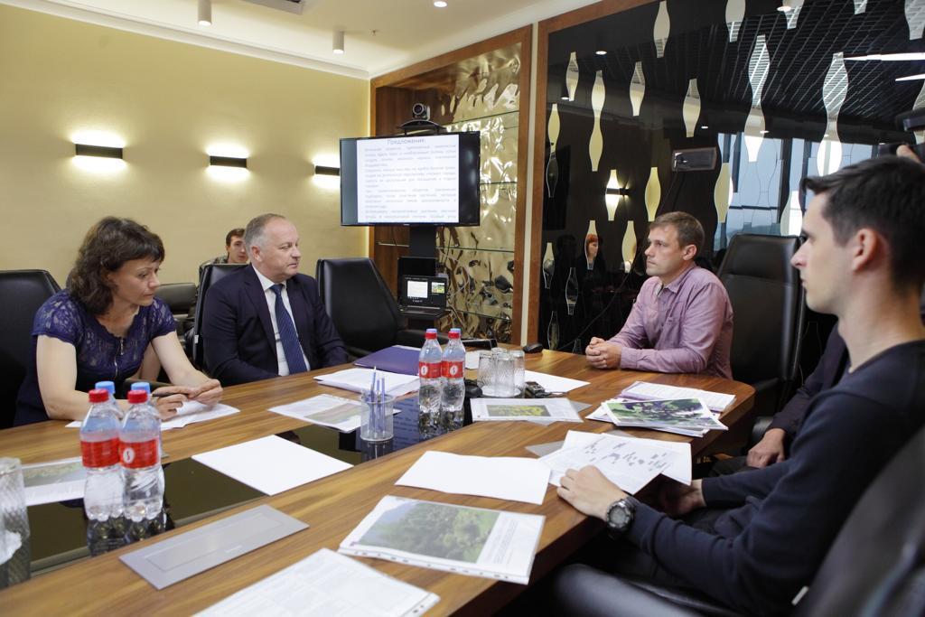 Российское экологическое общество поделилось опытом городского озеленения с руководством Владивостока