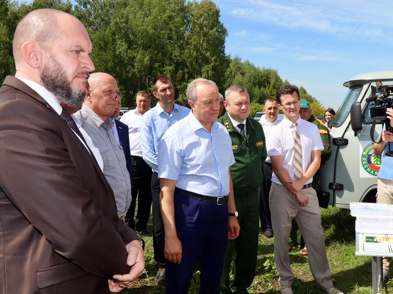 Церемонии вручения Губернатором Саратовской области лесохозяйственой спецтехники лесхозам