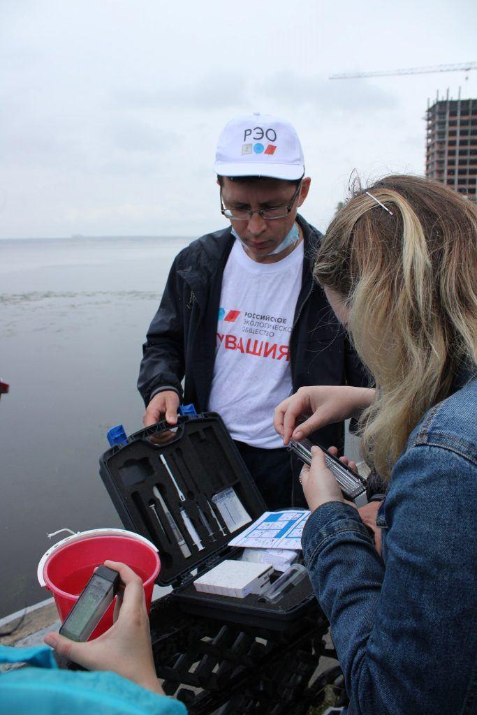 «Речной дозор» провел очередной мониторинг качества воды на берегу реки Волга