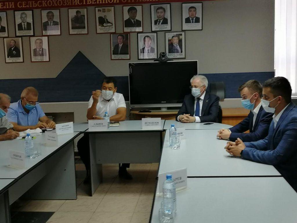Рашид Исмаилов провел встречу с руководителями министерств Республики Калмыкия