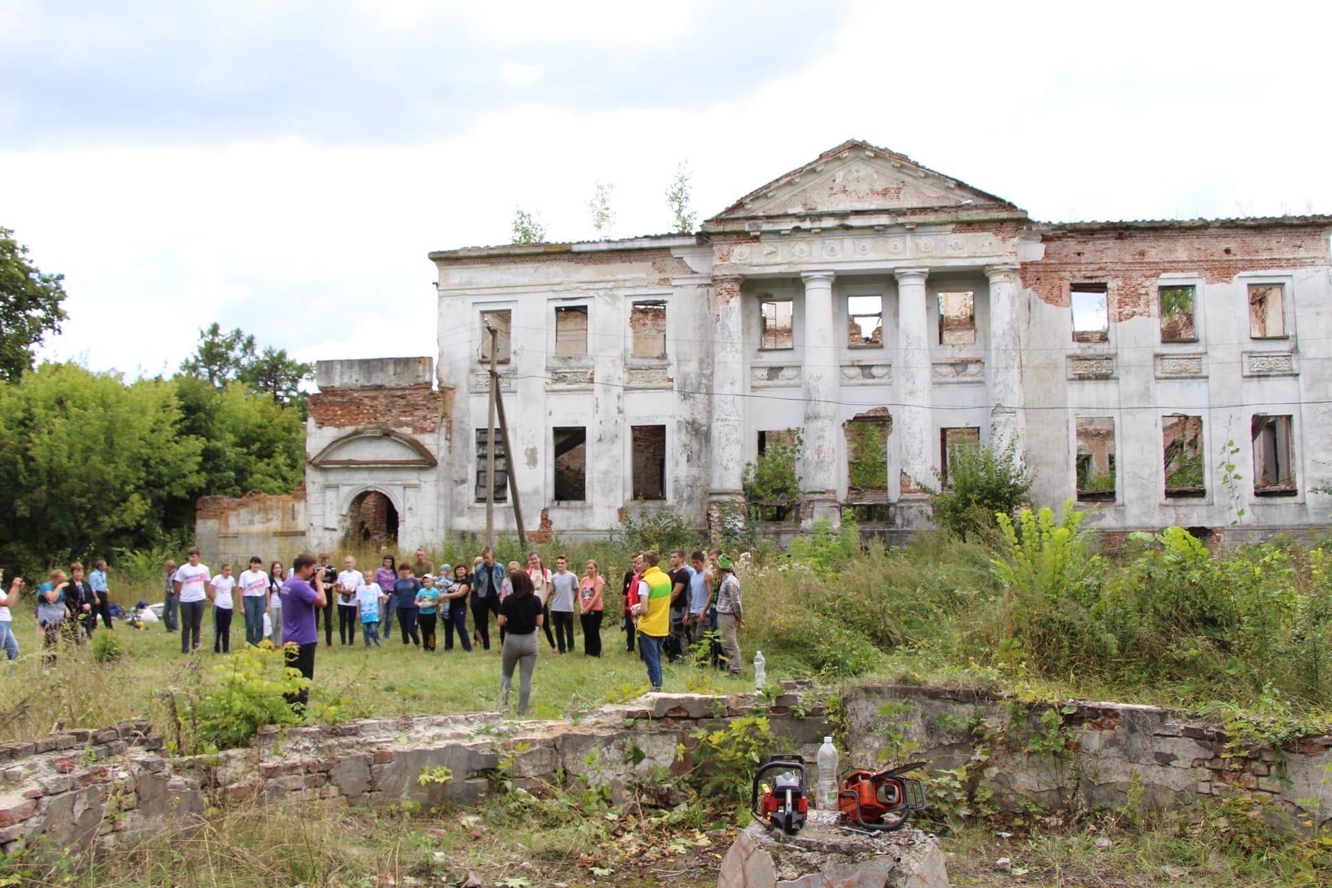 Активисты Пензенского отделения Российского экологического общества приняли участие в расчистке усадьбы Голицыных