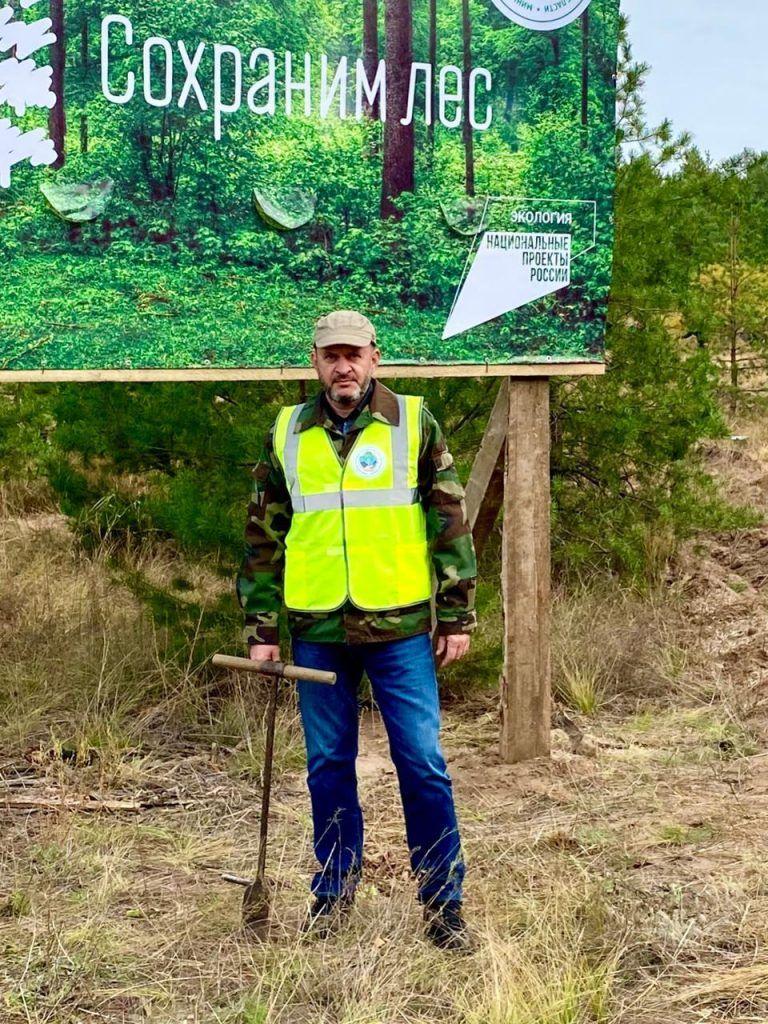 председатель регионального отделения Российского экологического общества Юрий Бажуткин принял участие в мероприятии по высадке деревьев