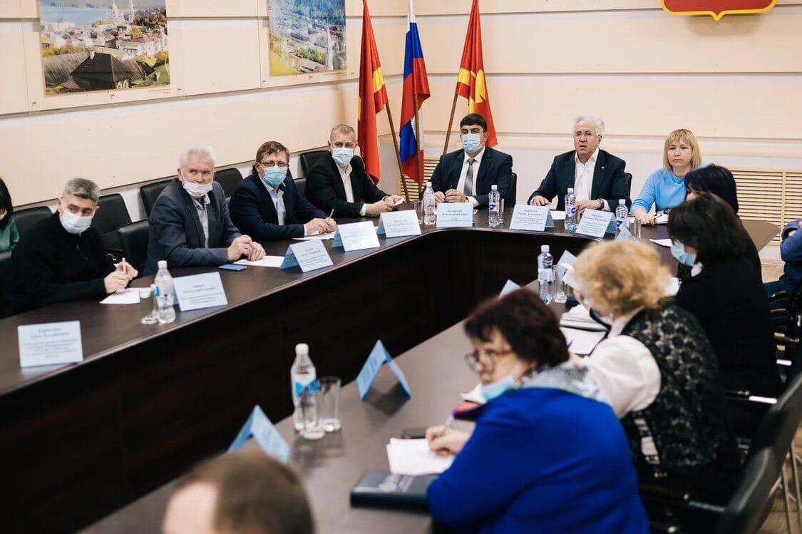 Рашид Исмаилов провел совещание в Администрации Златоуста по вопросу организации сортировки и переработки ТКО