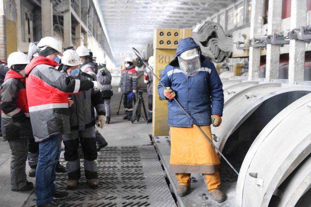 Министр экологии Красноярского края Павел Борзых проверил алюминиевый завод в период неблагоприятных метеоусловий