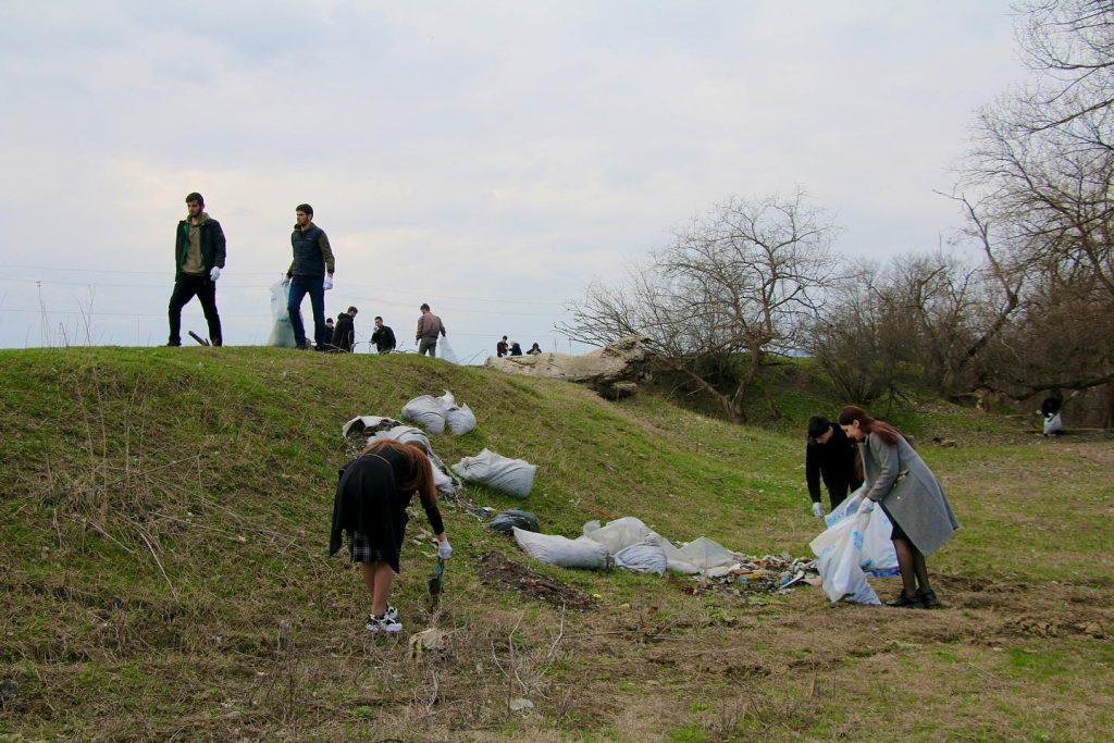 Субботник в городе Сунжа организованный отделением Российского экологического общества