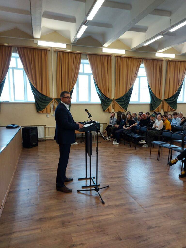 Роман Сергеечев лидер курганского отделения Российского экологического общества провел экоурок