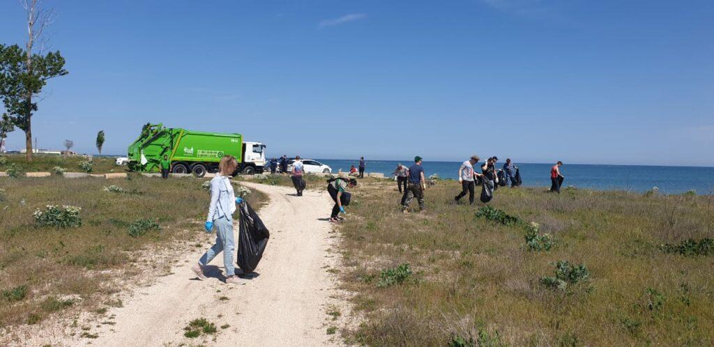 Кубанское отделение Российского экологического общества провело субботник на Должанской косе