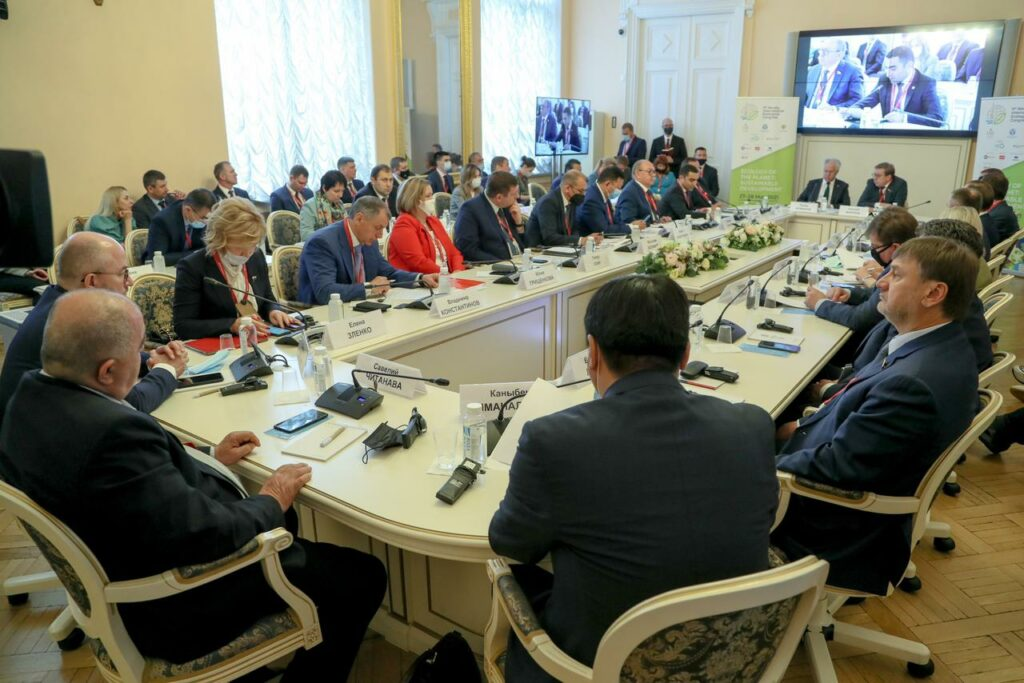 В рамках IX Невского Международного экологического конгресса состоялся «круглый стол» на тему «Национальные стратегии и проекты в области экологии и охраны окружающей среды. Обмен опытом»