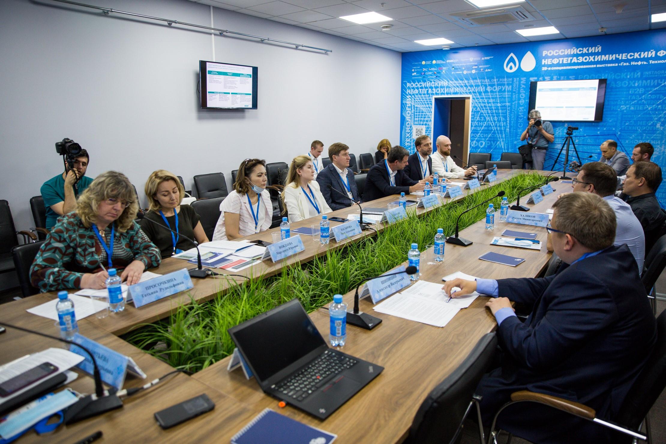 При поддержке Российского экологического общества в Уфе прошел круглый стол «Экотехнологии замкнутого цикла нефтегазохимической отрасли»