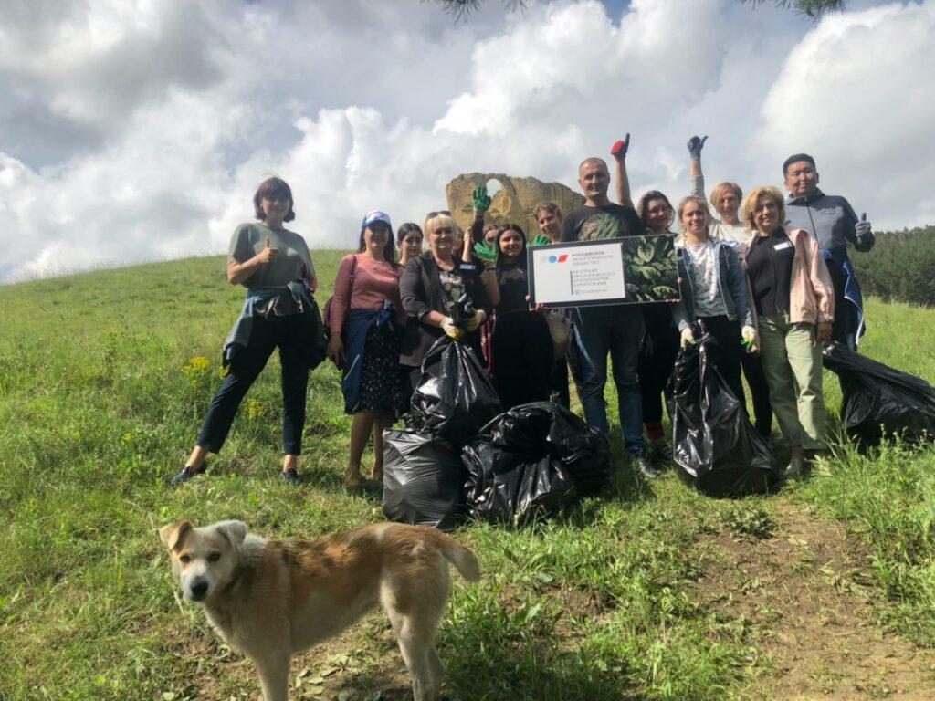 В Кисловодске на горе Кольцо высадился экологический десант