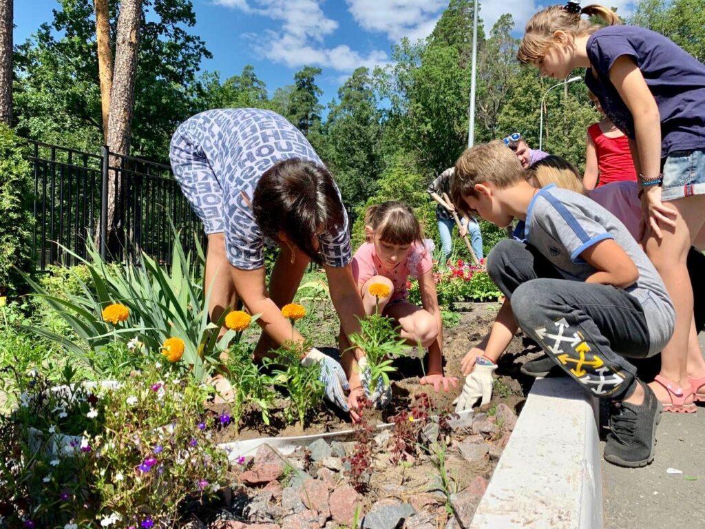 Экологи обустроили территорию Областного социально-реабилитационного центра для детей и молодых инвалидов