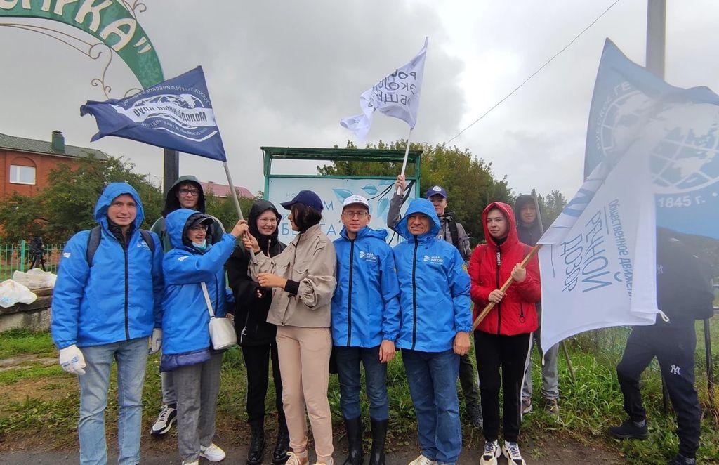 В Чебоксарах в рамках акции «Вода России» состоялся масштабный экологический субботник вдоль берегов малых рек