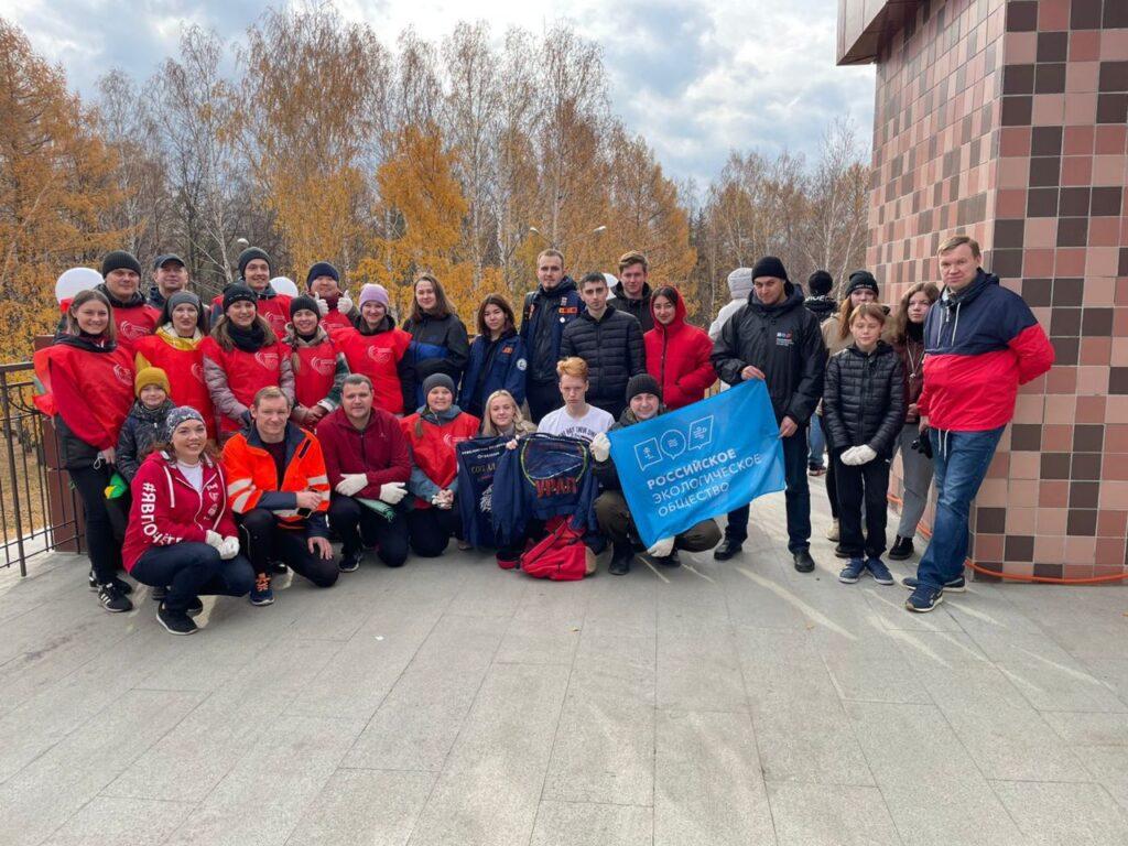 Экоактивисты провели субботник на детской железной дороге в Екатеринбурге
